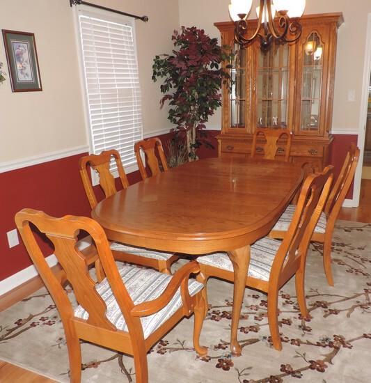 Broyhill Oak Dining Room Suite