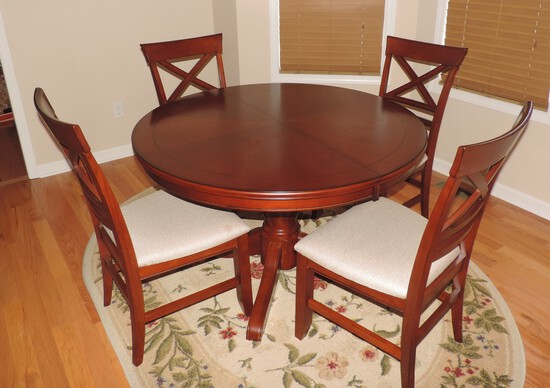 Extra Nice Kitchen Table and 4 Chairs