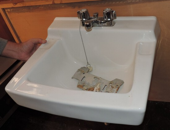 Porcelain Hand washing sink