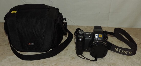 Sony Cyber Shot Camera with Bag