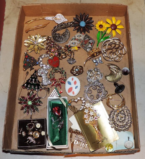 Lot of Vintage Costume Jewelry Pins