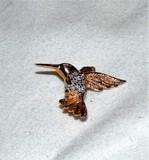 14Kt Gold Hummingbird Pin it Diamond Chips
