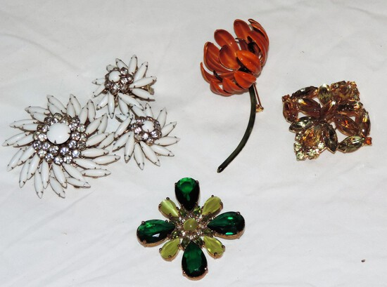 Lot of vintage broaches
