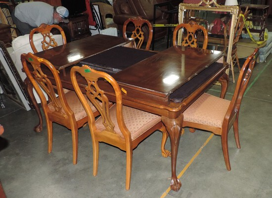 Chippendale Style Mahogany Dining Table & 6 Matching Chairs