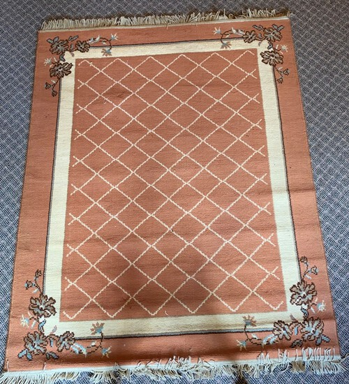 Machine-Made Rust-Colored Scatter Rug