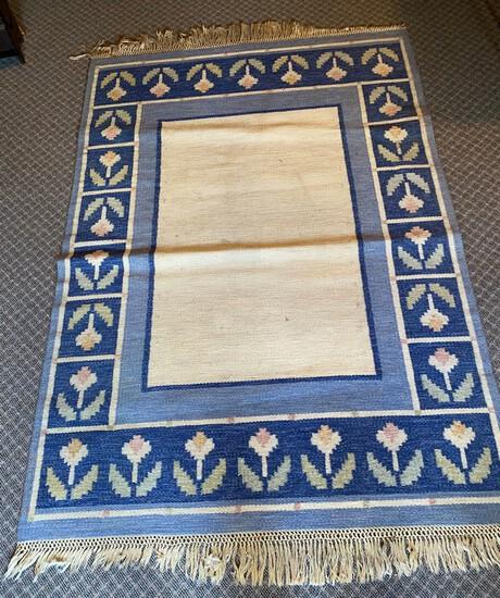 Hand-Woven Flat Weave Area Rug