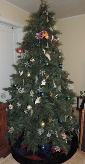 Pre-lite Christmas Tree With Ornaments