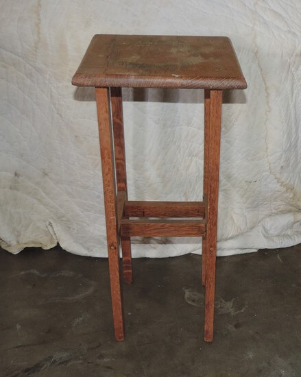 Small Oak Country Plant Table