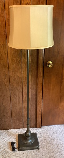 Antique Brass Finished Pole Lamp