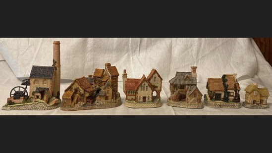 Lot Of 6 David Winter Houses