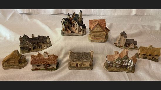 8 Pc Lot Of David Winter Houses