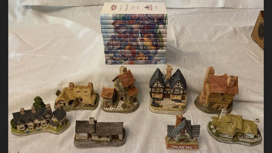 8 Pc Lot Of David Winter Houses & 12 Volume Book Set