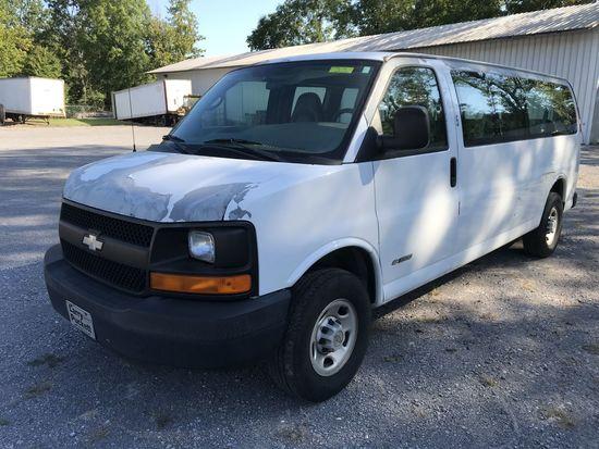 2005 Chevrolet G3500 Express 15-passenger white extended wagon, ONE OWNER, 158278mi, 6.0 liter Vorte