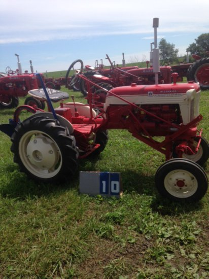 FARMALL CUB WITH PLOW, 143260