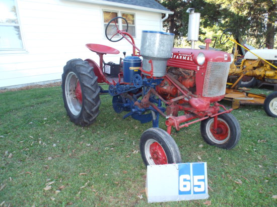 FARMALL CAB, FCLUB91482, WITH PLANTER, RUNS