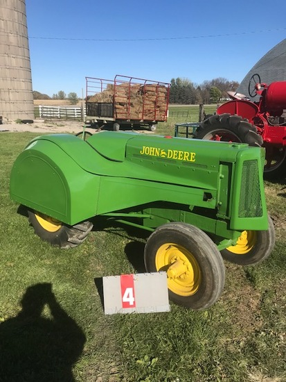 JOHN DEERE AOS STREAMLINE, FULL ORCHARD TINE, #1800, 1ST BUILT IN 1940, RESTORED, RUNS