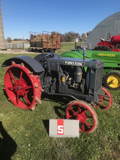 MC CORMICK DEERING W-12, WS511. ON STEEL, RESTORED, RUNS