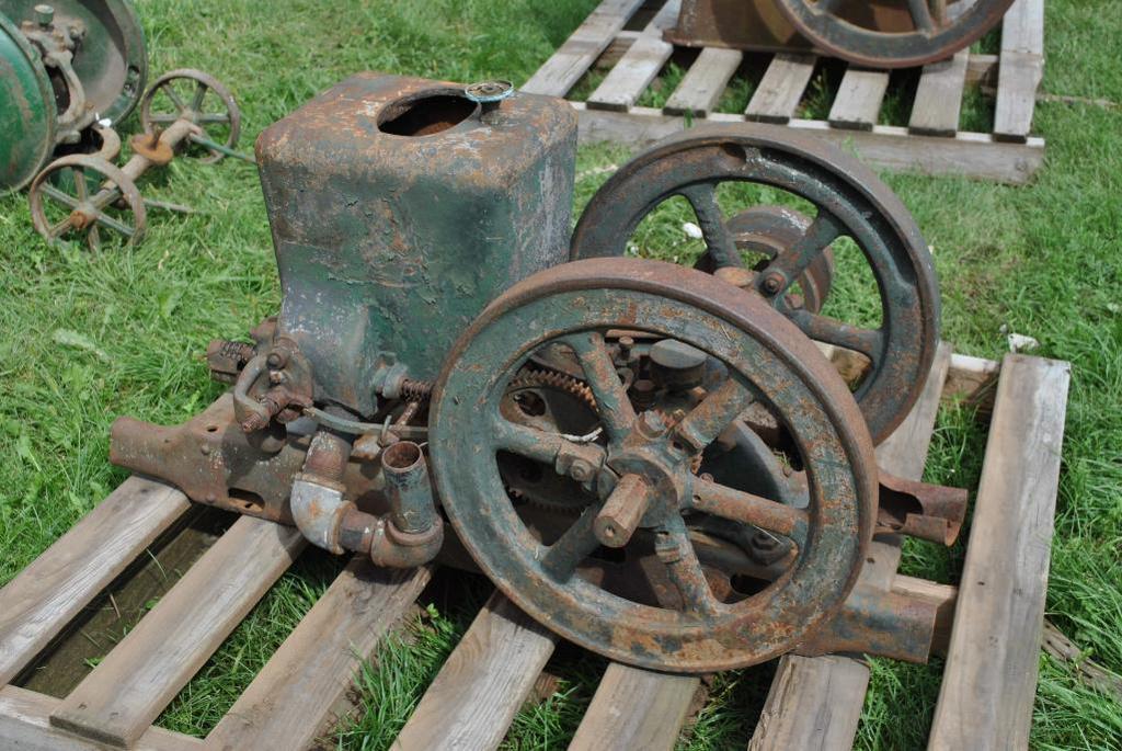 1.5 HP Fairbanks & Morse Stationary Engine