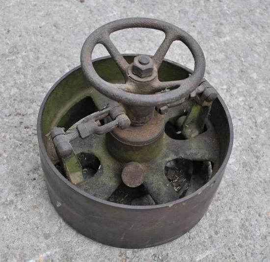 IHC Mogul 2 1/2 HP Model M 3 HP Factory Clutch Pulley