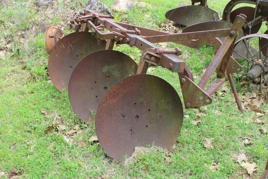 IH 3 Bottom Disk Plow