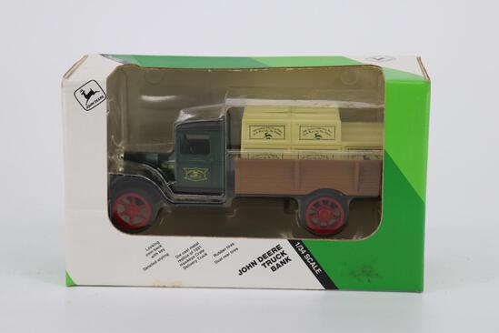 1/34 Ertl John Deere Truck Bank