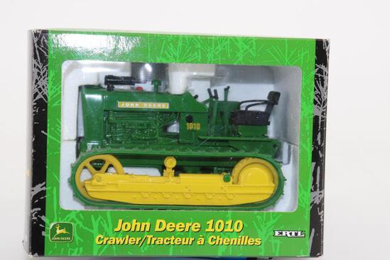 1/16 Ertl John Deere 1010 Crawler