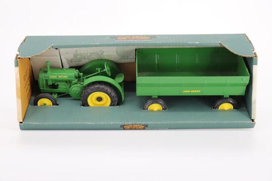 1/16 Ertl 1937 John Deere BR with Wagon Set