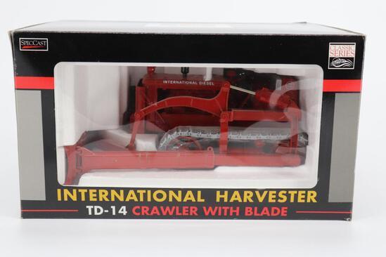 1/16 Spec Cast International Harvester TD-14 Crawler with Blade