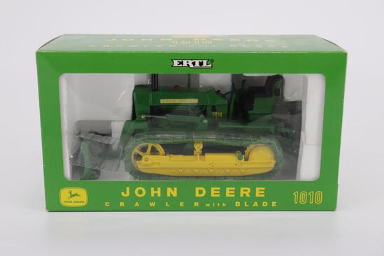 1/16 Ert John Deere 1010 Crawler with Blade