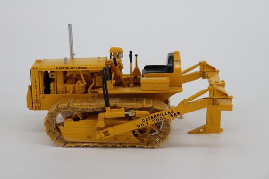 1/16 Spec Cast Antique Caterpillar Machinery Owners Club D2 Track-Type Tractor with Tool Bar Ripper