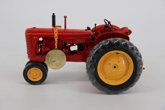 1/16 Ertl Precision Series Massey-Harris 44