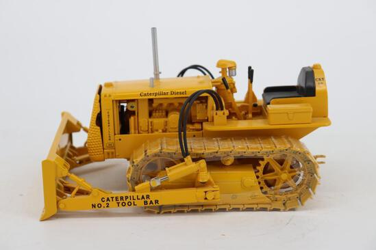 1/16 Spec Cast Antique Caterpillar Machinery Owners Club D2 Track-Type Tractor with Tool Bar Blade