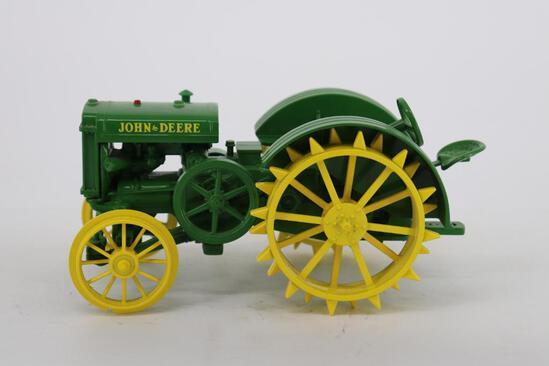 1/16 Ertl John Deere Model D Tractor - Two-Cylinder Expo VIII