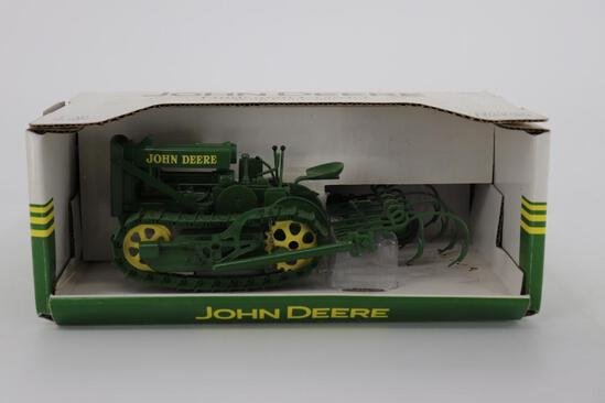 1/16 Spec Cast John Deere Lindeman Crawler with Cultivator