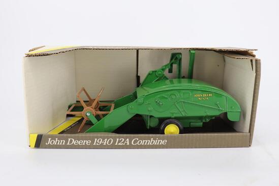1/16 Ertl John Deere 1940 12A Combine