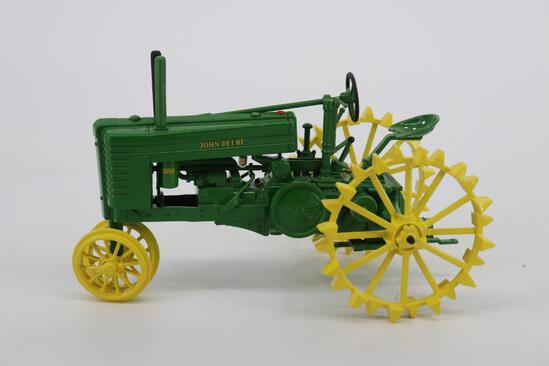 1/16 Ertl John Deere Model GM Tractor - Two-Cylinder Club Expo XX