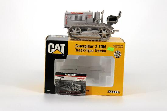 ERTL 1/16 Caterpillar 2-Tom Track-Type Tractor