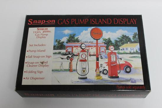 Snap-On Gas Pump Island Display