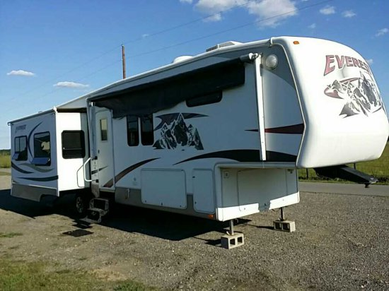 2008 Keystone Everest 5th Wheel Camper