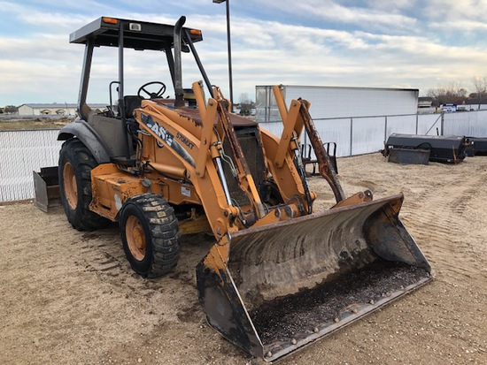CASE 570MXT BACKHOE W/ BUCKET & BOX SCRAPER, ODOM READS: 037138, OPEN CAB, NEWER RUBBER ON DRIVE TIR
