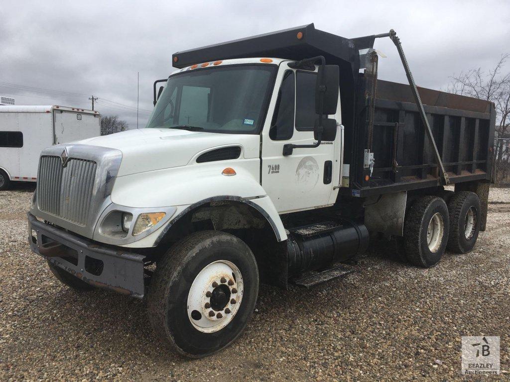 2004 International 7400 T/A Dump Truck