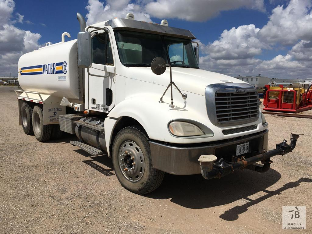Lot: 2007 FREIGHTLINER COLUMBIA T/A 4000 Gal Water Truck