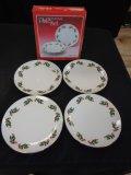 Set of 4 Christmas Holly Porcelain Plates