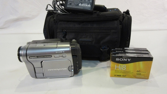 Sony Digital 8 HandyCam with Bag & Tapes