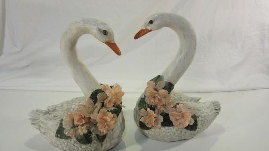 Set of 2 Decorative Swans