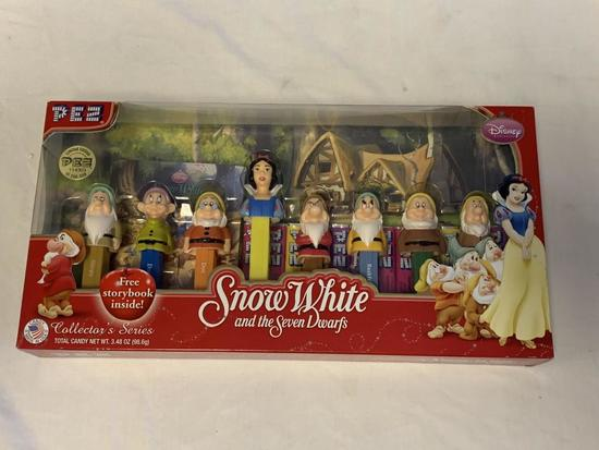 PEZ Snow White Seven Dwarfs DISNEY Collector Set