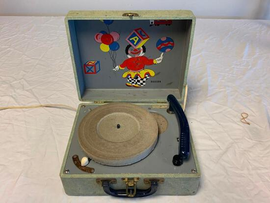 HUDSON Model 39 Portable 3-Speed Record Player