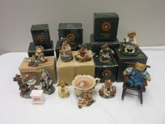 Lot of 12 Boxes of Boyd's Bears and Friends