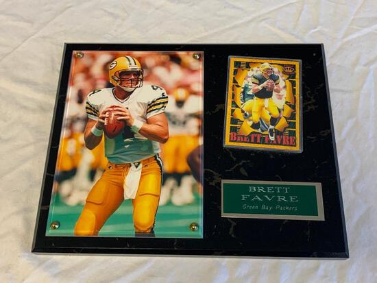 BRETT FAVRE Green Bay Packers Wall Plaque with Photo and Trading Card