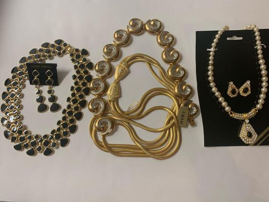 Lot of 6 costume jewelry pieces